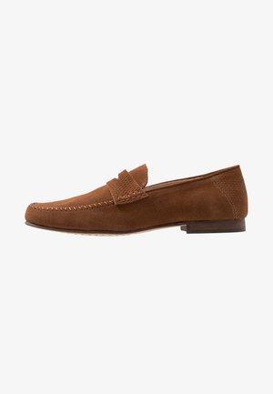 SEYMOUR - Nazouvací boty - tan