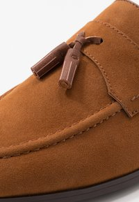 Burton Menswear London - SYLVAIN TASSEL LOAFER - Slip-ons - tan - 5
