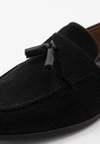 Burton Menswear London - SYLVAIN TASSEL LOAFER - Slip-ons - black - 5