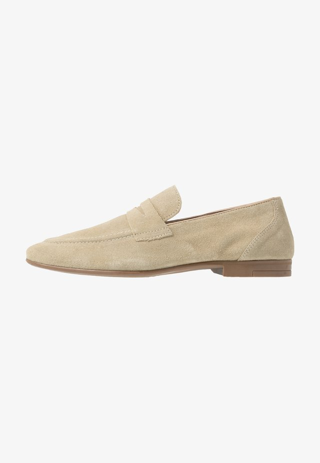 HUNTER LOAFER - Smart slip-ons - beige