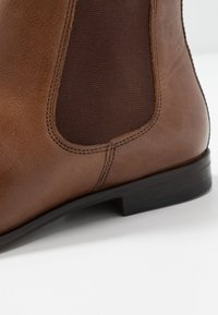 Burton Menswear London - BANKS CHELSEA - Classic ankle boots - tan - 5