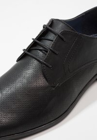 Burton Menswear London - REES DERBY - Business sko - black - 5
