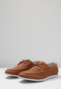 Burton Menswear London - FELLOW BOAT SHOE - Boat shoes - tan - 2