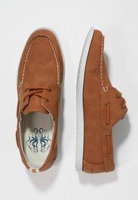 Burton Menswear London - FELLOW BOAT SHOE - Boat shoes - tan - 1