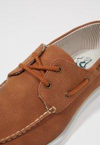 Burton Menswear London - FELLOW BOAT SHOE - Boat shoes - tan - 5