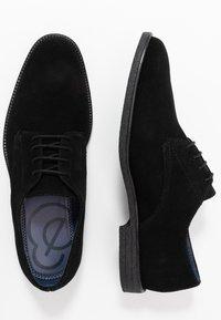 Burton Menswear London - JACOBY DERBY - Šněrovací boty - black - 1