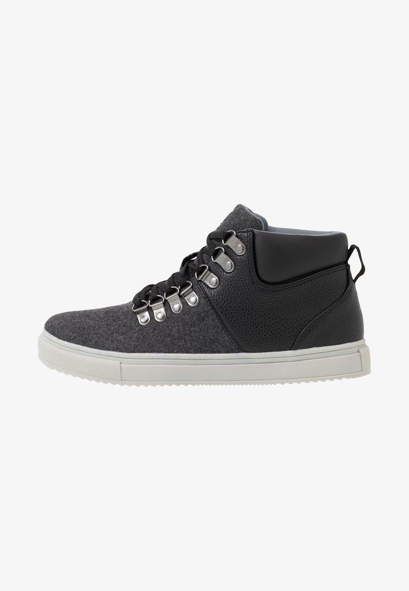 Burton Menswear London - BENNY HYBRID CHUKKA - Sneakers hoog - black