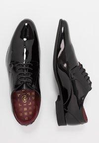 Burton Menswear London - FERRIS DERBY - Stringate eleganti - black - 1
