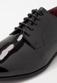 Burton Menswear London - FERRIS DERBY - Stringate eleganti - black - 5