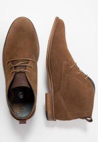 Burton Menswear London - BRAN CHUKKA - Šněrovací boty - tan - 1