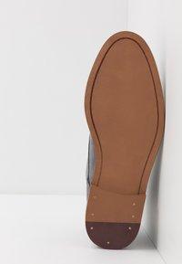 Burton Menswear London - BRAN CHUKKA - Lace-ups - grey - 4