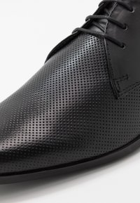 Burton Menswear London - THATCHER - Stringate eleganti - black - 5
