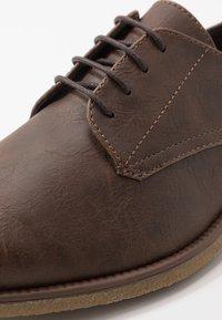 Burton Menswear London - ROLAND - Smart lace-ups - brown - 5