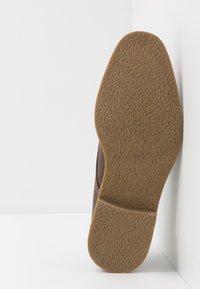 Burton Menswear London - ROLAND - Smart lace-ups - brown - 4
