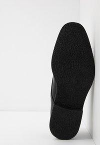 Burton Menswear London - ROLAND - Zapatos con cordones - black - 4