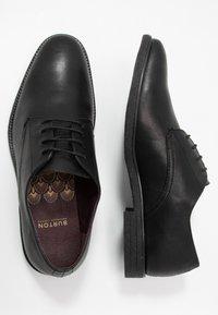 Burton Menswear London - ROLAND - Zapatos con cordones - black - 1