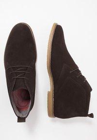 Burton Menswear London - MORRIS - Volnočasové šněrovací boty - brown - 1