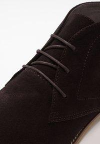 Burton Menswear London - MORRIS - Volnočasové šněrovací boty - brown - 5