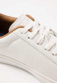 Burton Menswear London - DALE - Trainers - white - 5