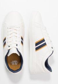 Burton Menswear London - DALE STRIPE TRAINER - Trainers - white - 1