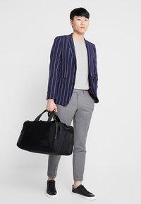 Burton Menswear London - BURG BOLD STRIPE  - Sako - navy - 1