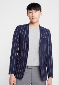 Burton Menswear London - BURG BOLD STRIPE  - Sako - navy - 0