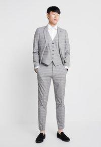 Burton Menswear London - POW CHECK  - Anzughose - light grey - 1