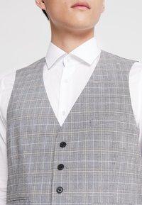 Burton Menswear London - MULTI POW CHECK - Anzugweste - light grey - 4