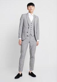 Burton Menswear London - MULTI POW CHECK - Anzugweste - light grey - 1