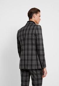 Burton Menswear London - LARGE TARTAN - Giacca elegante - grey - 2