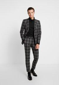 Burton Menswear London - LARGE TARTAN - Giacca elegante - grey - 1