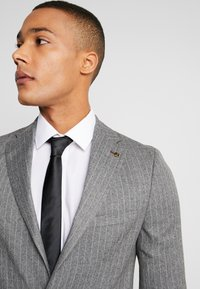 Burton Menswear London - CHALK BLAZER - Giacca elegante - grey