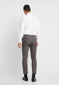 Burton Menswear London - BURG HOUNDTOOTH - Dressbukse - burgundy - 2