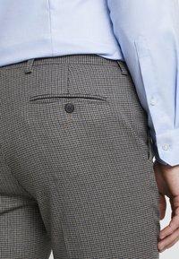Burton Menswear London - Dressbukse - brown - 5