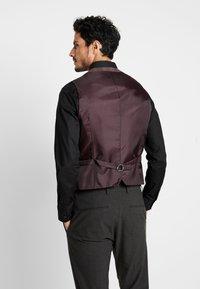 Burton Menswear London - POW CHECK - Gilet elegante - red - 2