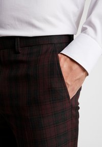 Burton Menswear London - TARTAN  - Pantaloni eleganti - red - 5