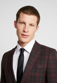 Burton Menswear London - TARTAN - Giacca elegante - red - 3