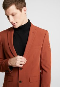 Burton Menswear London - CONKER STRETCH - Marynarka garniturowa - brown - 4