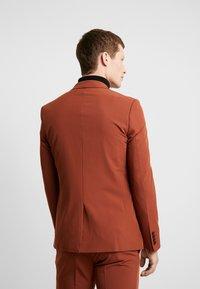 Burton Menswear London - CONKER STRETCH - Marynarka garniturowa - brown - 2