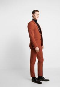 Burton Menswear London - CONKER STRETCH - Marynarka garniturowa - brown - 1