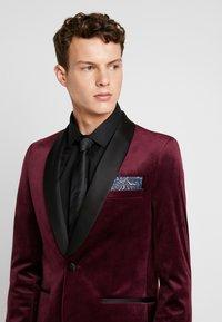 Burton Menswear London - CLARET SHAWL - Giacca - red - 5