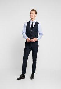 Burton Menswear London - WATCH CHECK - Spodnie garniturowe - black - 1