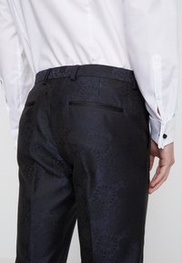 Burton Menswear London - FLORAL JACQUARD - Oblekové kalhoty - black - 5