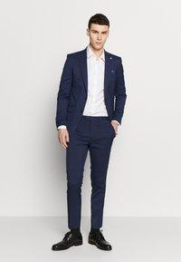 Burton Menswear London - HIGHLIGHT CHECK - Stoffhose - navy - 1