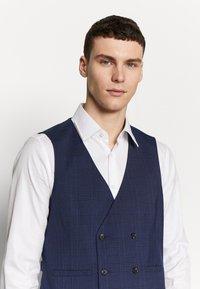 Burton Menswear London - HIGHLIGHT CHECK - Gilet elegante - navy - 3