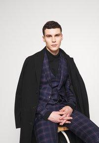 Burton Menswear London - TARTAN - Veste de costume - navy - 3
