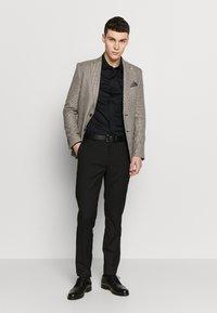 Burton Menswear London - CHESTNUT MINI CHECK - Sako - brown - 1