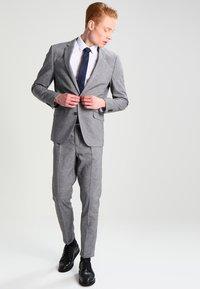 Burton Menswear London - SLIM FIT - Kauluspaita - white - 1