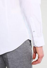 Burton Menswear London - SLIM FIT - Kauluspaita - white - 4