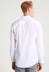 Burton Menswear London - SLIM FIT - Kauluspaita - white - 2